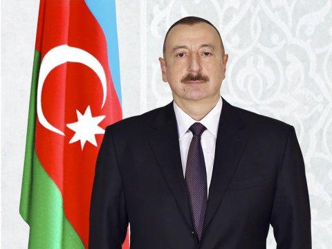 Prezident İlham Əliyev Minskdə Azərbaycan Ticarət Evi ilə tanış olub