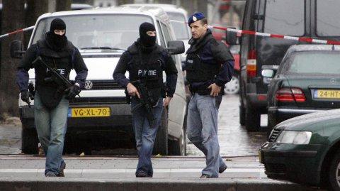 Niderlandda Türkiyə konsulluğunun qarşısında özünü yandırdı