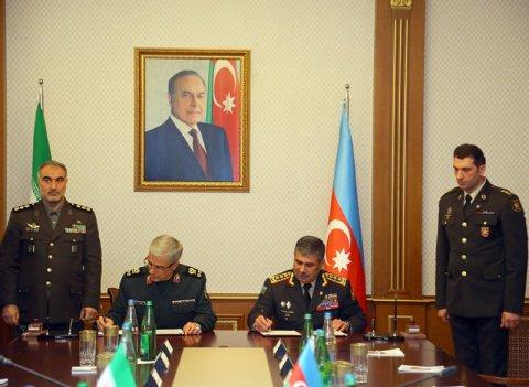 Zakir Həsənov İran ordusunun Baş Qərargah rəisi ilə protokol imzaladı